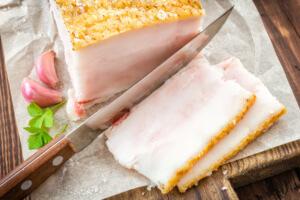 Как используется в народной медицине соленое сало: польза и вред продукта