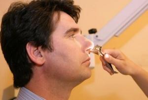 Причиной появления запаха аммиака может быть патология носа