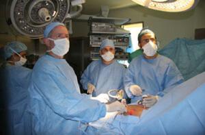 Хирургическое вмешательство - один из методов лечения недуга
