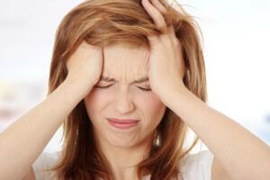 Боль при кашле отдает в голову: причины, осложнения и методы лечения патологии
