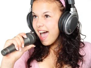 Чтение вслух, пение - способы развития речевого аппарата