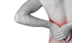 Болевые ощущения - основной симптом кисты почки