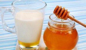 Молоко с медом - эффективное средство для лечения патологии