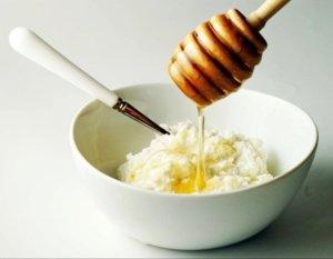 Творог с медом - полезное и вкусное лакомство