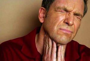 Основной признак недуга - увеличениеиразмеров щитовидной железы