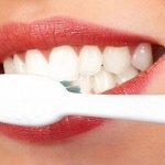 Узнайте, как отбелить зубы с помощью соды