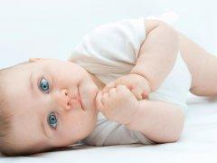 Чем и как лечить понос у новорожденного?