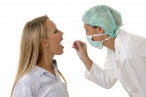 Частые спазмы в горле - поводобратиться к специалисту