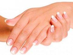 Почему кожа рук шелушится и трескается: отвечаем на вопрос