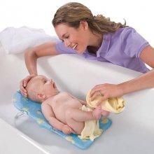 Когда купать новорожденного первый раз: отвечаем на вопрос