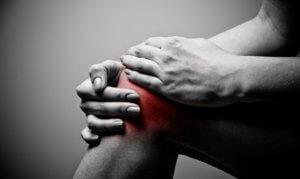 Болевые ощущения в суставах требуют лечения