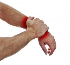 Что делать при сильном ушибе руки: рекомендации специалистов