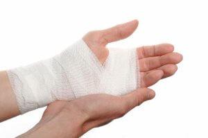 О первой помощи при ушибе руки нужно знать