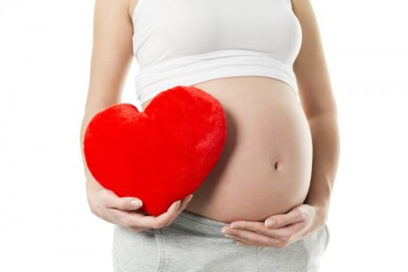 Заниматься йогой во время беременности не только можно, но и нужно