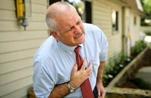Жжет в области сердца: причины, первая помощь и когда начинать паниковать