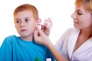 Применение препарата в качестве каплей для ушей