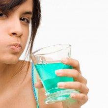 Чем полоскать рот при зубной боли: выбор средств