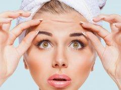 Как убрать глубокие морщины на лбу: советы лучших косметологов