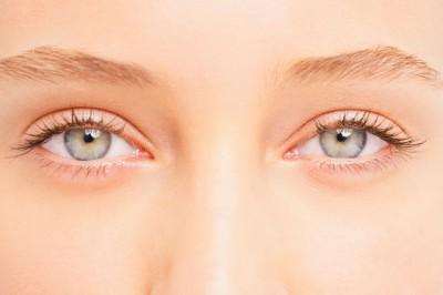 Мушки перед глазами: деструкция стекловидного тела глаза