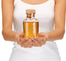 Миндальное масло от растяжек - поможет ли оно избавиться от проблемы?