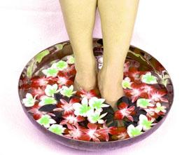 Народное лечение потливости ног