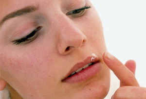 Крем от герпеса на губах: как правильно выбрать
