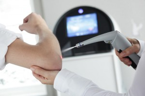 Процедуру по лечению бородавок с помощью жидкого азота должен проводить хороший специалист