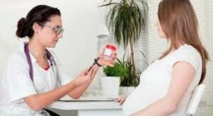 Для женщин, которые находятся на стадии вынашивания ребенка, нормальным считается показатель белка, который находится в пределах до 30 мг на литр мочи