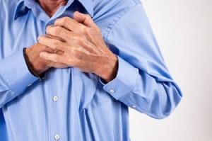 В период приступов наблюдаем одышку, слабость и головокружение, дискомфорт, а также боли в сердце