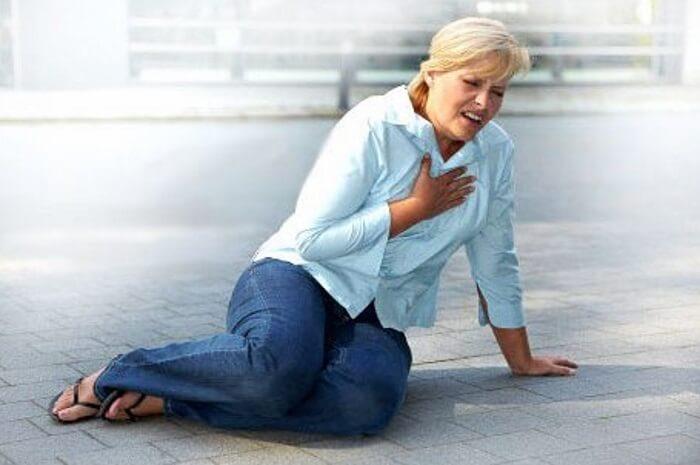 Симптомы инфаркта у женщин: как распознать беду