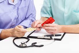В зависимости от тяжести заболевания и результатов анализов подбирается индивидуальный курс лечения, который назначается дерматовенерологом или урологом
