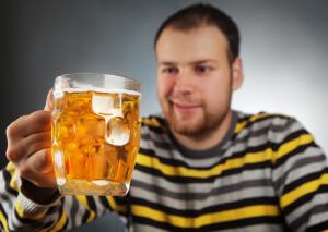 При усиленном употреблении пиво нарушает роботу эндокринной системы мужчины