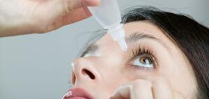 При заболевании рекомендуется использовать глазные капли