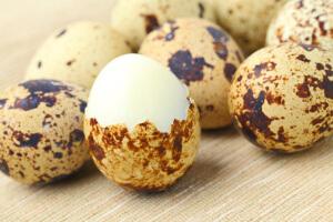 Много железа содержится в желтке яйца, особенно перепелиного