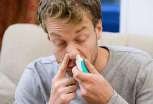 Препарат Авамис применяется для лечения аллергического ринита