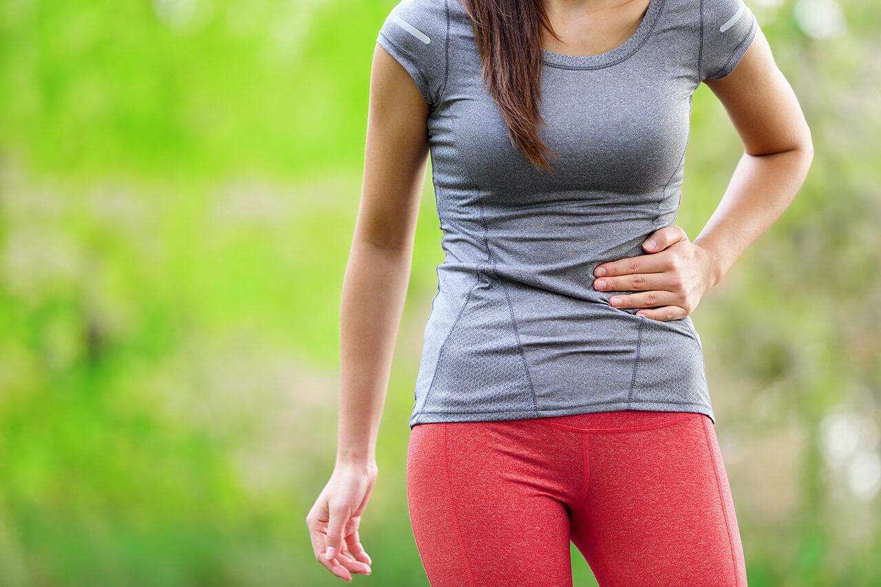 Постоянная боль в правом подреберье: почему болит в боку?