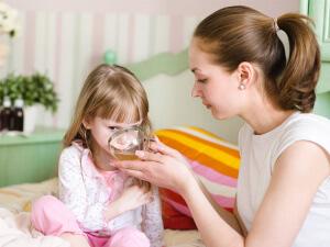 Специалисты рекомендуют использовать свойства ромашкового чая для улучшения отхождения мокроты