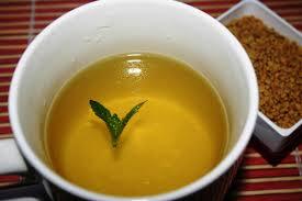 Чай из хельбы рекомендуется людям, желающим похудеть