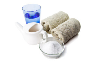 Рекомендуются промывания соляным раствором