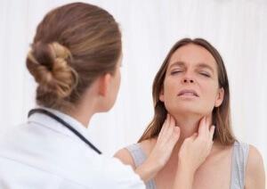 Причину ощущения кома в горле выявит только специалист
