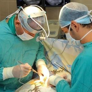 Хирургическая операция - один из методов лечения заболевания