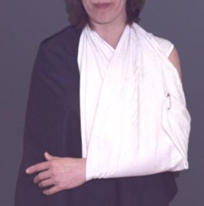 Косыночная повязка на руку: правила использования