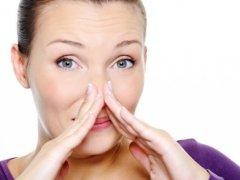 Запах аммиака в носу: повод обратиться к специалисту