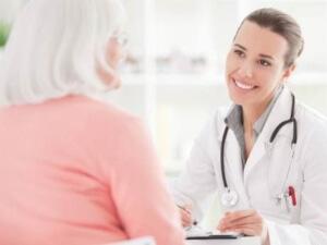 При появлении неприятного симптома следует обратиться к врачу