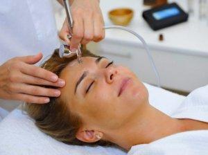 Проведение косметологических процедур - эффективный способ устранения шрамов