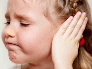 Один из симптомов недуга - понижение слуха