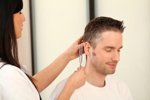 Шум в ушах - повод обратиться к врачу