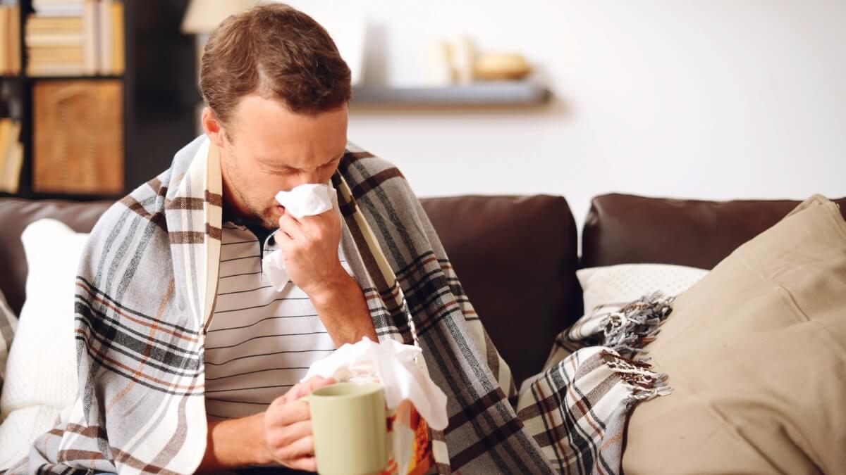 Что пить при гриппе и простуде: отвечаем на вопрос