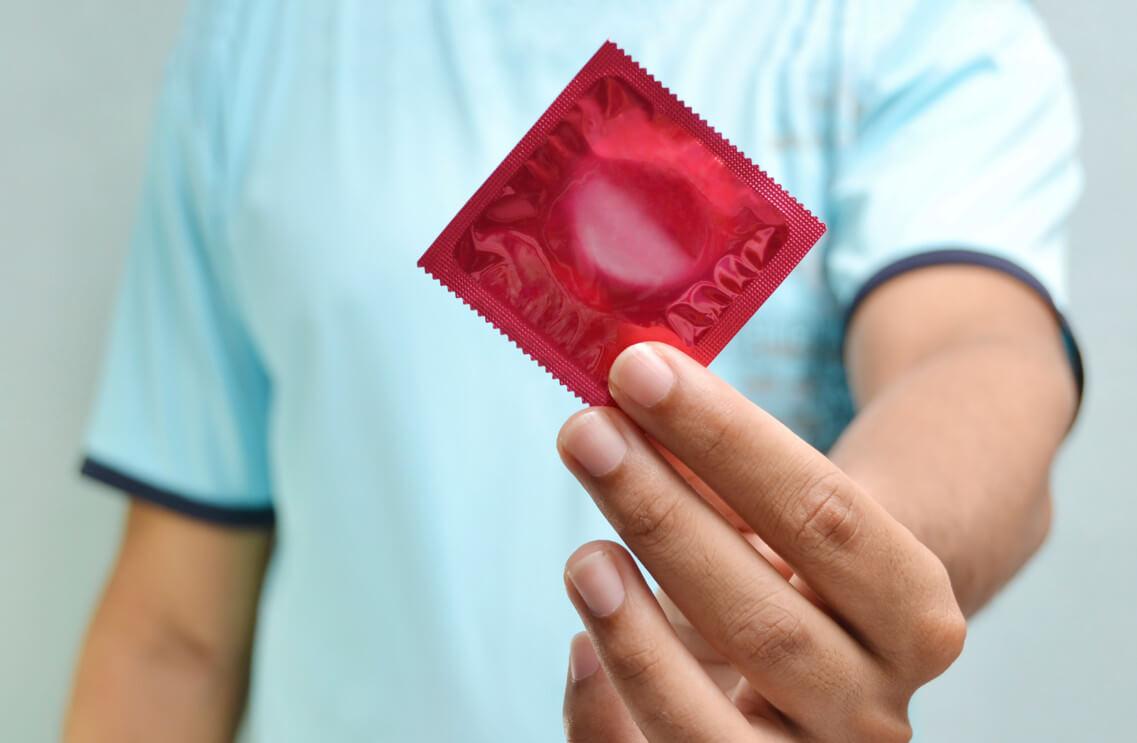ВИЧ-инфекция у мужчин: симптомы, специфика лечения и причины болезни