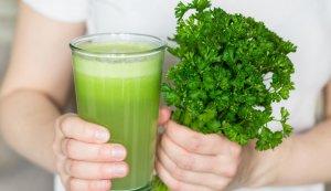 Сок петрушки: польза эликсира при многих болезнях